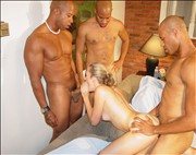 Alana Evans disfrut orgia interracial con tres negros fibrosos de grandes pollas